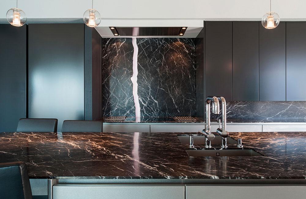 Натуральный природный камень в интерьере кухни, это не только стильно, но и практично
